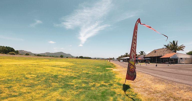 bandera Skydive Cuautla en la zona de salto